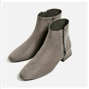 Zara FLAT ANKLE BOOTS WITH ZIP